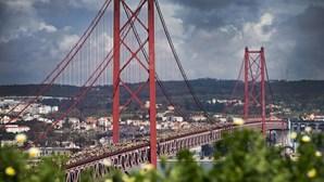 Despiste de motociclo da PSP na Ponte 25 Abril