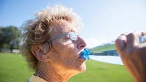 Crianças, idosos e doentes devem proteger-se do calor