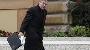 Papa confirma proibição de sacerdócio a cardeal australiano condenado por abusos