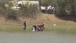 Carro cai a barragem com casal a bordo