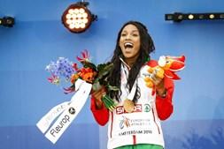 Mamona contente com a medalha de ouro