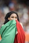 A atleta com a bandeira portuguesa