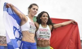 Patricia Mamona (à dir.) celebra com a segunda classificada Hanna Minenko