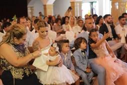 Quaresma com a mulher, Dafne, e com os três filhos: Kauana (ao colo da mãe), Ricardo (ao lado do pai) e Ariana (ao colo do craque)