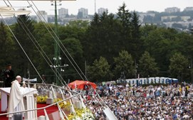 Papa Francisco celebrava missa para milhares de fiéis no santuário de Jasna Gora
