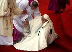 Francisco caiu em plana celebração da missa da manhã