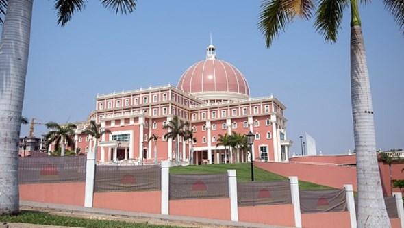Parlamento angolano aprova na globalidade lei de revisão constitucional