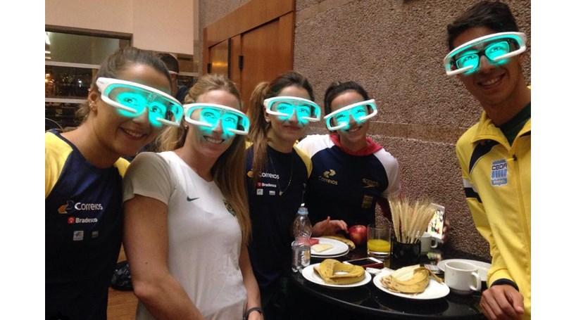 Nadadores usam óculos de luz para preparar jogos - Modalidades ... 7e5c82c409