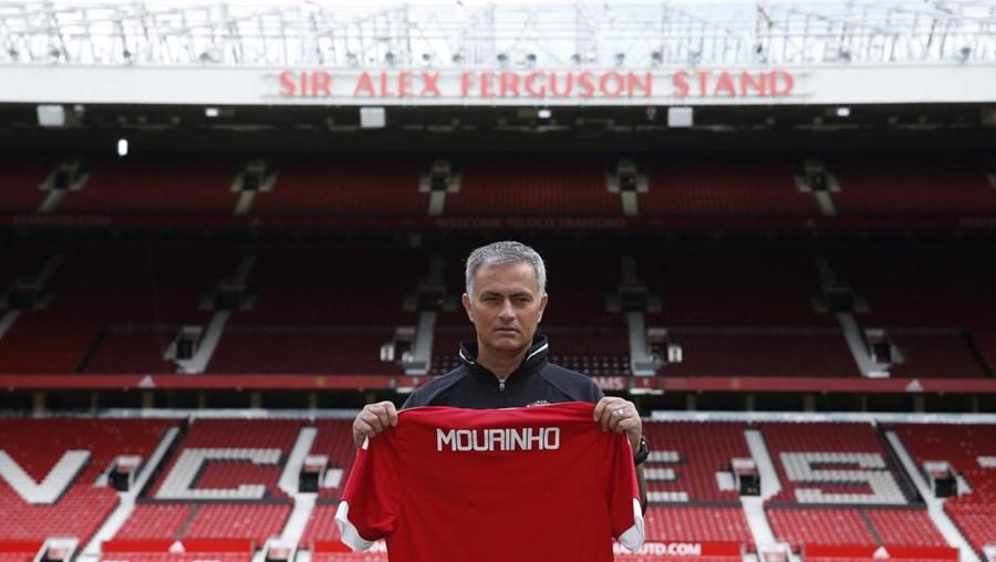 José Mourinho no palco de jogos da sua nova equipa