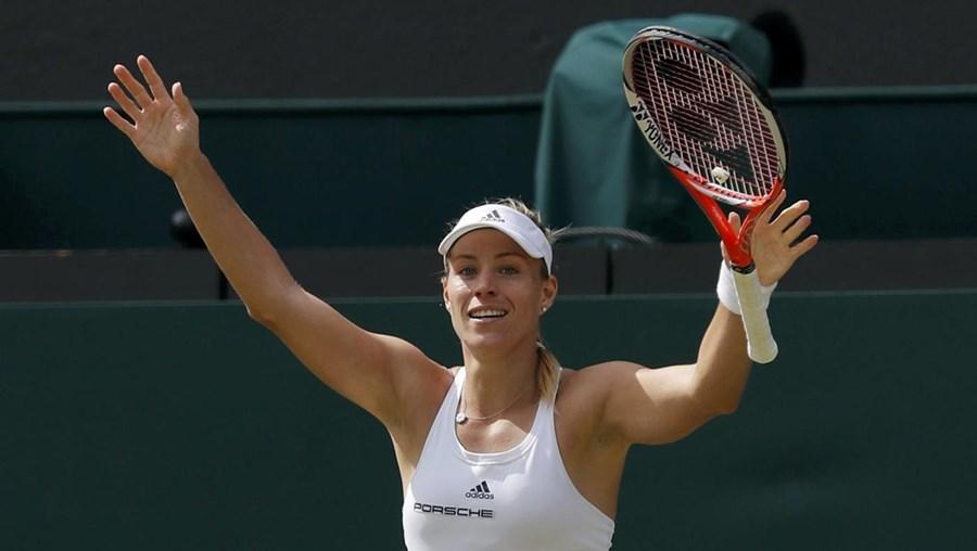 A tenista alemã Angelique Kerber qualificou-se, esta quinta-feira, para a final do torneio de Wimbledon, em Londres, ao derrotar Venus Williams