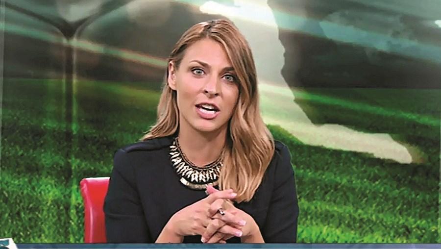 A jornalista Andreia Sofia Matos no programa 'Mais Transferências', que é emitido diariamente na TVI 24