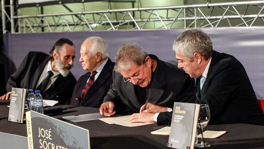 Sócrates e Lula da Silva eram próximos.  O caso  Marquês mostra agora relações estreitas com empresa de sobrinho do ex-presidente do Brasil
