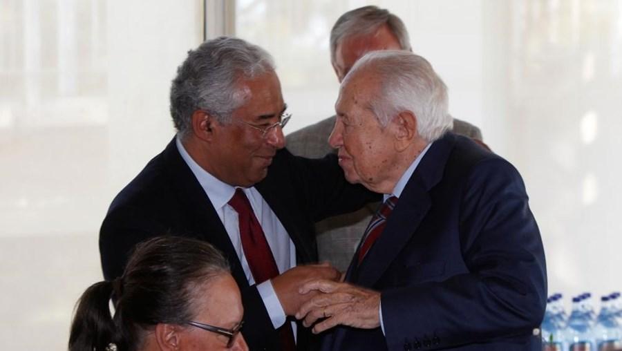 António Costa abraça Mário Soares