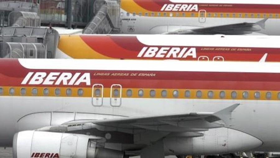 Ventos fortes provocam mudança na rota dos aviões
