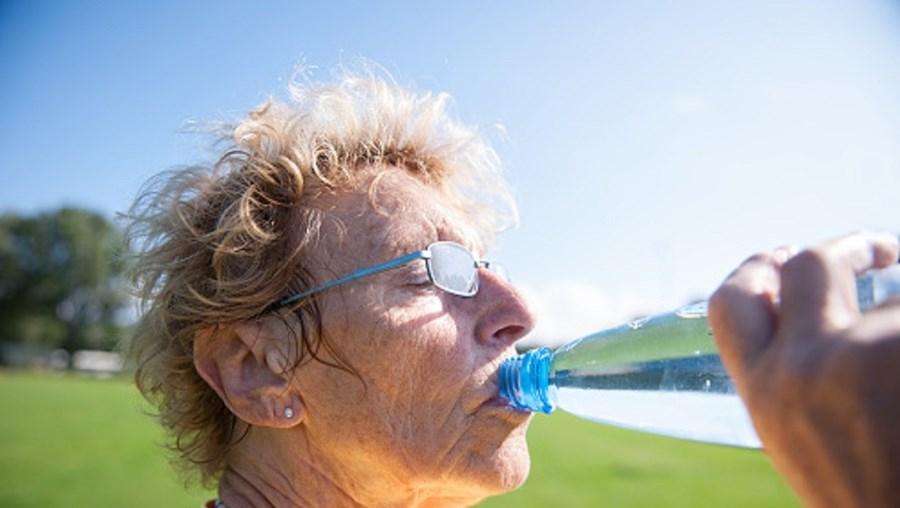 Crianças, idosos e doentes crónicos devem ter cuidados especiais nos dias de calor
