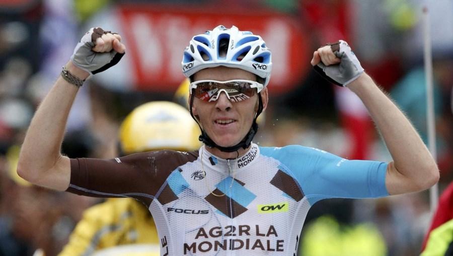 Bardet saltou do grupo de favoritos para ultrapassar o português Rui Costa (Lampre-Merida), que seguia isolado, e ser o primeiro em Saint-Gervais Mont Blanc