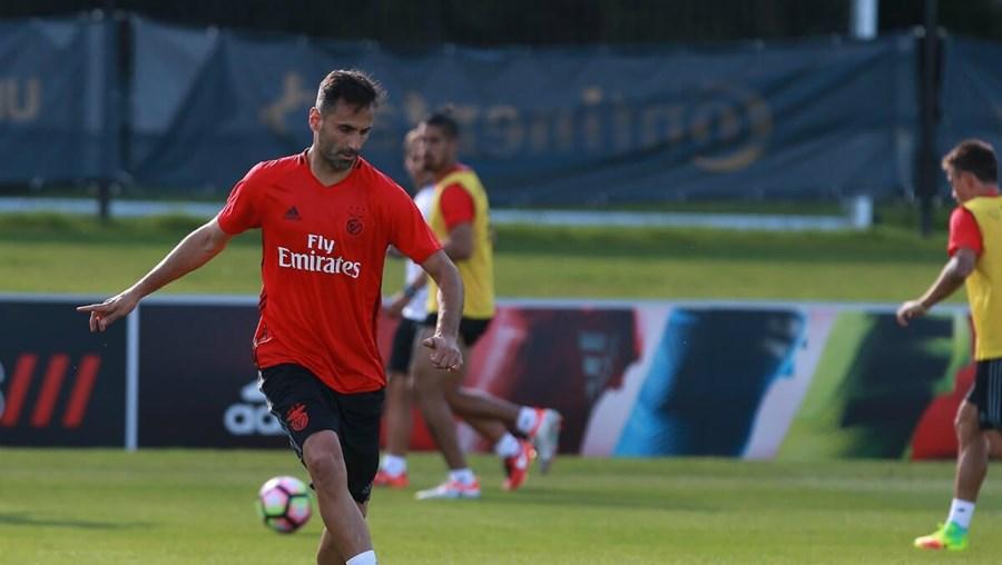 Jonas continua com a pontaria afinada e marcou dois golos no triunfo do Benfica frente ao Port Vale