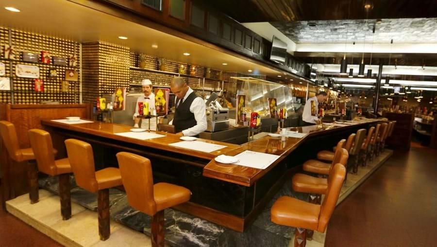 O restaurante e snack-bar Galeto tem capacidade para 125 pessoas em duas salas, uma delas na cave