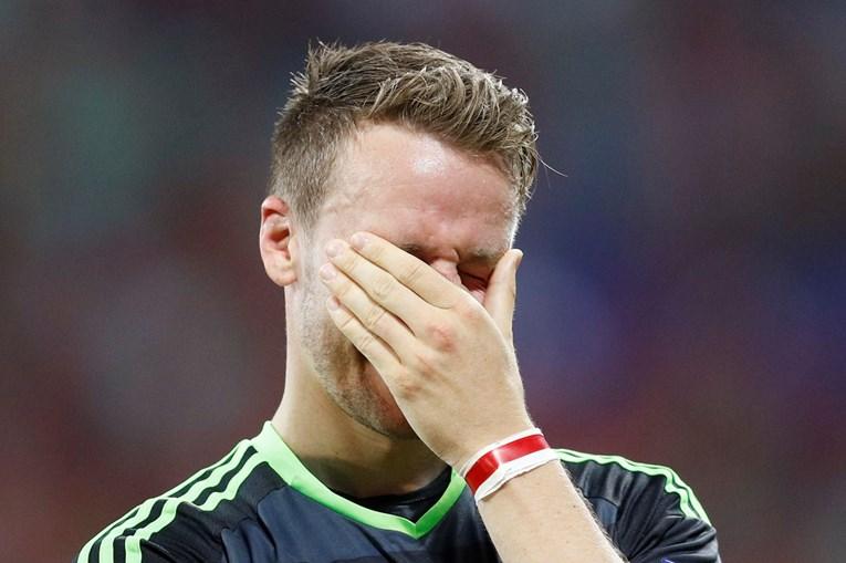 Chris Gunter chora no final do jogo contra Portugal