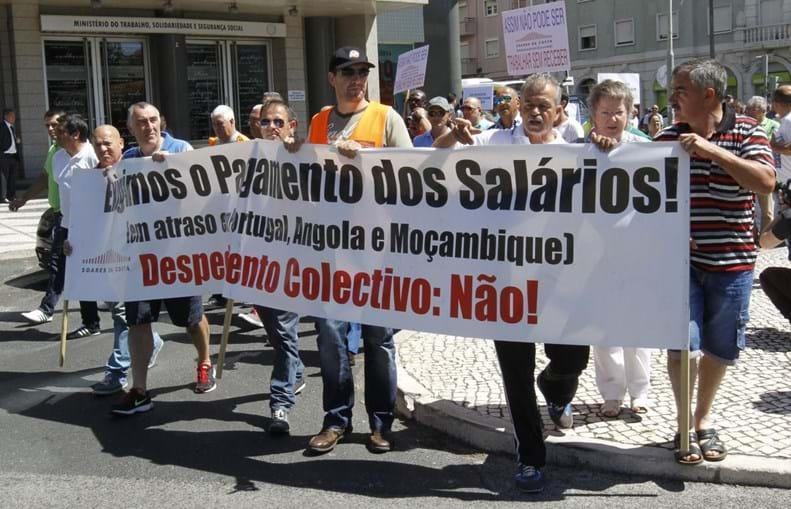 Mais de uma centena de trabalhadores da Soares da Costa estão em protesto