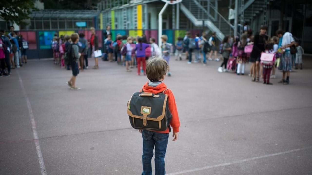 Veja como o excesso de peso das mochilas pode ser negativo