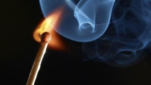 Bêbedo lança fogo ao colchão na Madeira