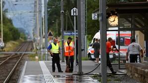 Atacante de comboio na Suíça morreu devido a queimaduras