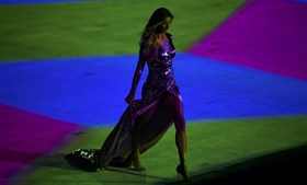 Gisele Bündchen desfilou no Maracanã