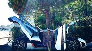Nascida em Angola, Carina tem 36 anos, é piloto de corridas pela Lamborghini e casou-se com o dono de uma empresa de construção civil angolana