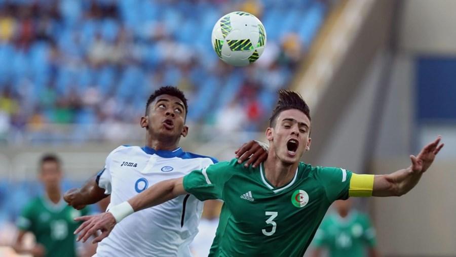 As Honduras aproveitaram, esta quinta-feira, dois frangos do guarda-redes argelino Farid Chaal para se estrearem a vencer, por 3-2, no Grupo D do torneio olímpico de futebol Rio2016