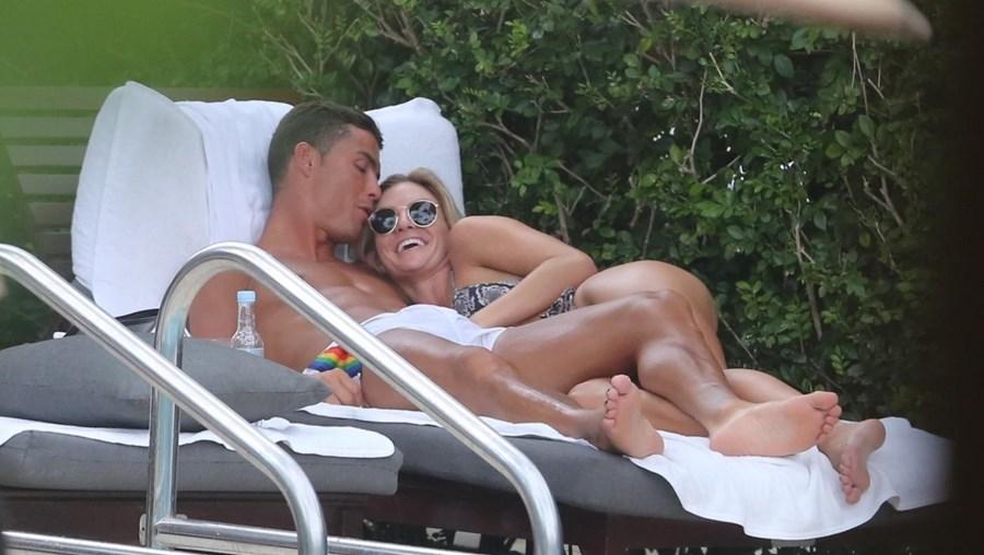 Ronaldo num hotel de Miami com Cassandre Davis