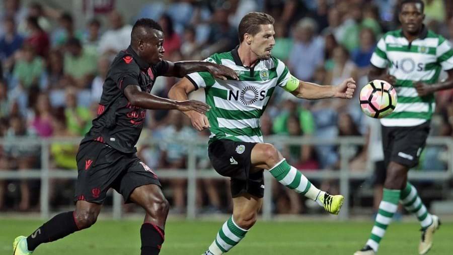 Adrien Silva foi utilizado por Jorge Jesus no confronto desta sexta-feira frente aos franceses do Nice