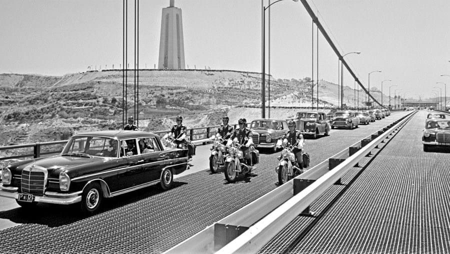 A Ponte quando foi inaugurada, a 6 de agosto de 1966, recebeu o nome Ponte Salazar