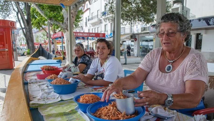 Tradicionais vendedoras de camarão
