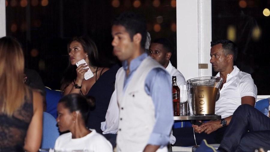 Marisa Mendes (à esq. na foto) foi à discoteca V Lounge com o pai, Jorge Mendes