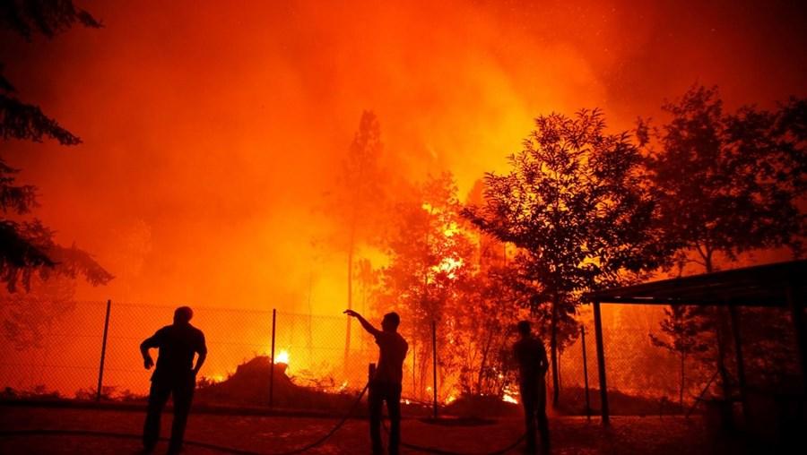 Incêndio em São Pedro do Sul já destruiu várias casas