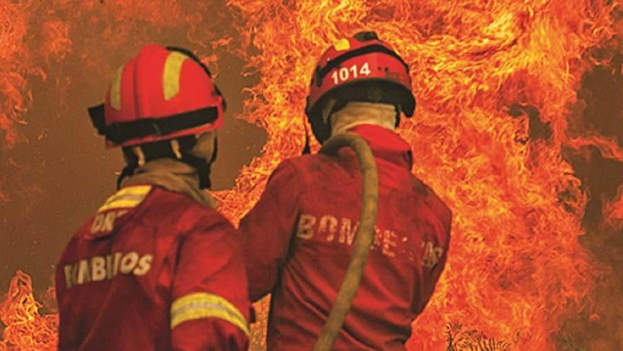 Incêndios não deram tréguas aos bombeiros nos dias de intenso calor