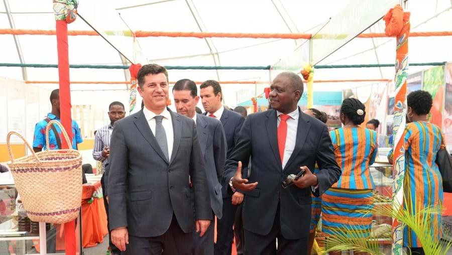 Manuel Caldeira Cabral com Miguel Frasquilho, presidente da AICEP, e José Macaringue, presidente da Facim, em Moçambique