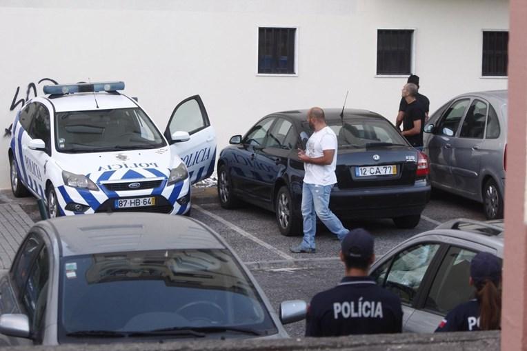 Aparato policial no local