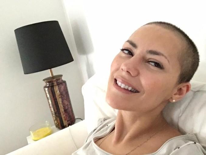 Momento em que a atriz anunciou no Facebook que terminou as sessões de quimioterapia