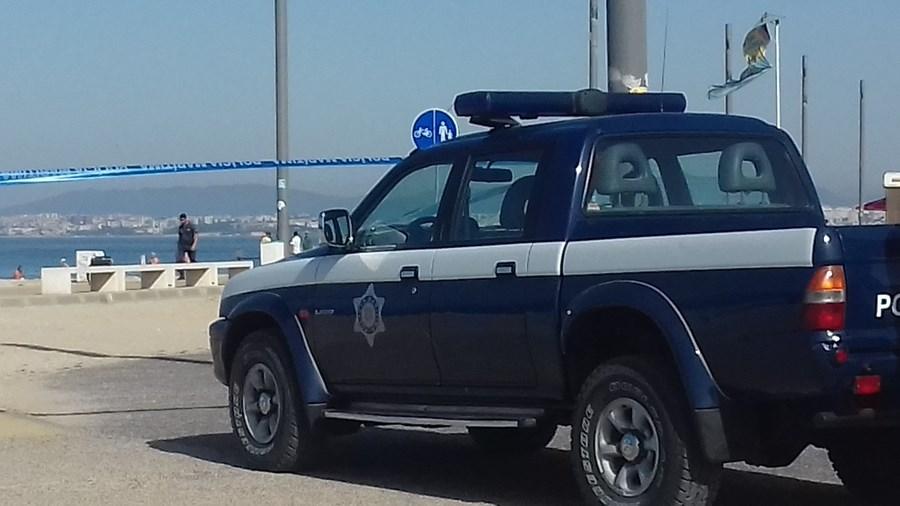 Mala suspeita lançou alerta na praia da Costa da Caparica