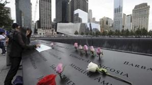 Levam boneca insuflável para o memorial do 11 de setembro