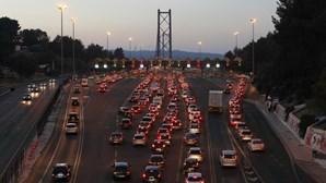 Acidente na Ponte 25 de Abril congestiona trânsito