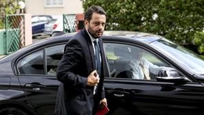 """Governo defende em Paris que economia social é """"prioridade"""" para Portugal"""