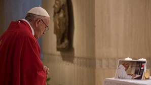 """""""Não existe um Deus da guerra"""", garante o Papa"""