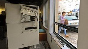 Encapuzados explodem multibanco em Peniche