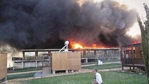 Complexo turístico Zmar reabre reconstruido após incêndio