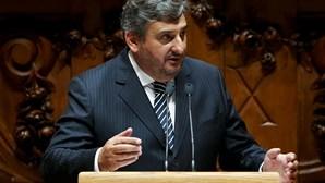 """Campos Ferreira despede-se em """"momento delicado"""" para o Parlamento"""