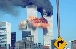 O momento em que o segundo avião choca com a torre sul