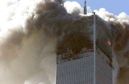 Centenas de pessoas ficaram encurraladas pelo fogo nos andares acima do impacto. Muitos atiraram-se pelas janelas